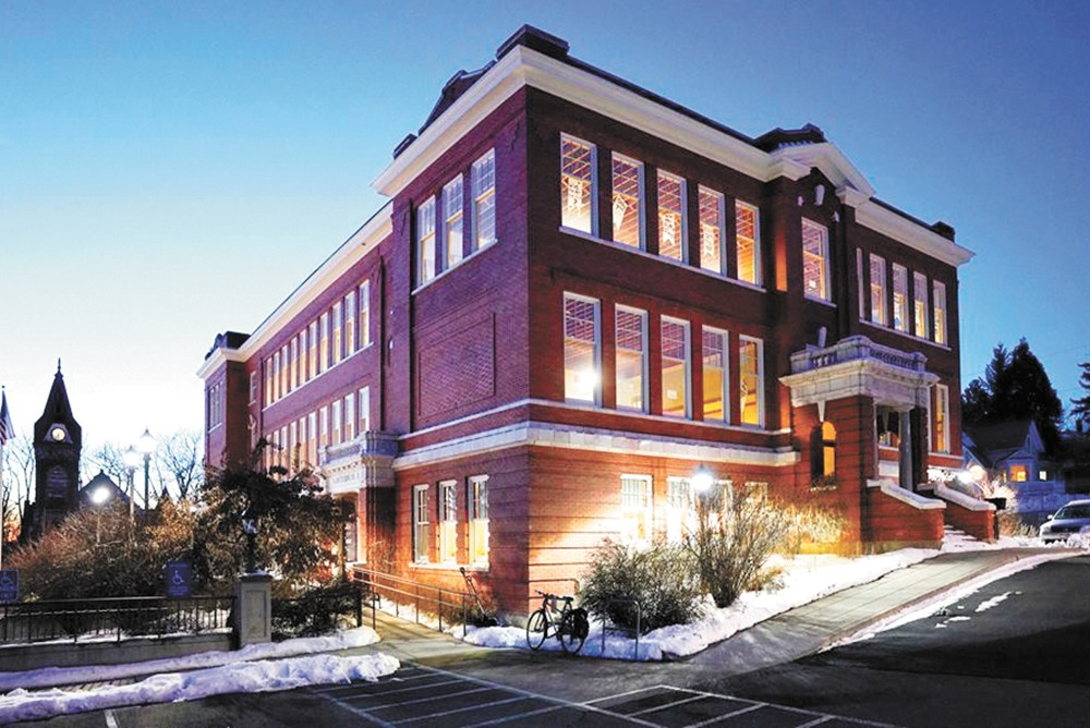 Moscow's 1912 Center features an array of artists and food artisans.