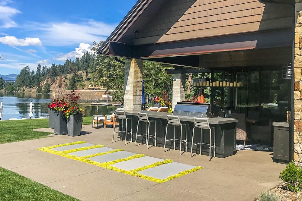 An outdoor bar by PlaceLA - JOSH TRIPP/PLACE LA