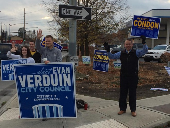 Mayor David Condon waving signs for Councilwoman Karen Stratton's opponent on October 27, 2015 - VERDUIN CAMPAIGN PHOTO