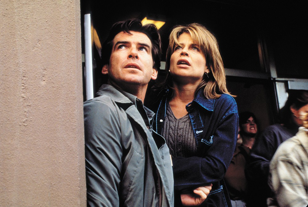 Pierce Brosnan (left) and Linda Hamilton in Dante's Peak.