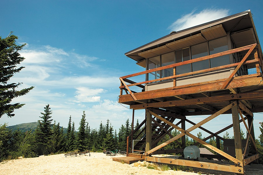 Quartz Mountain fire lookout offers panoramic views.