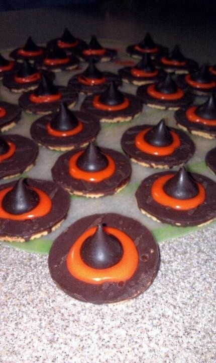 Witch_s_Hat_Cookies.jpg