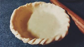A crimped pie crust - ERINN SIMON