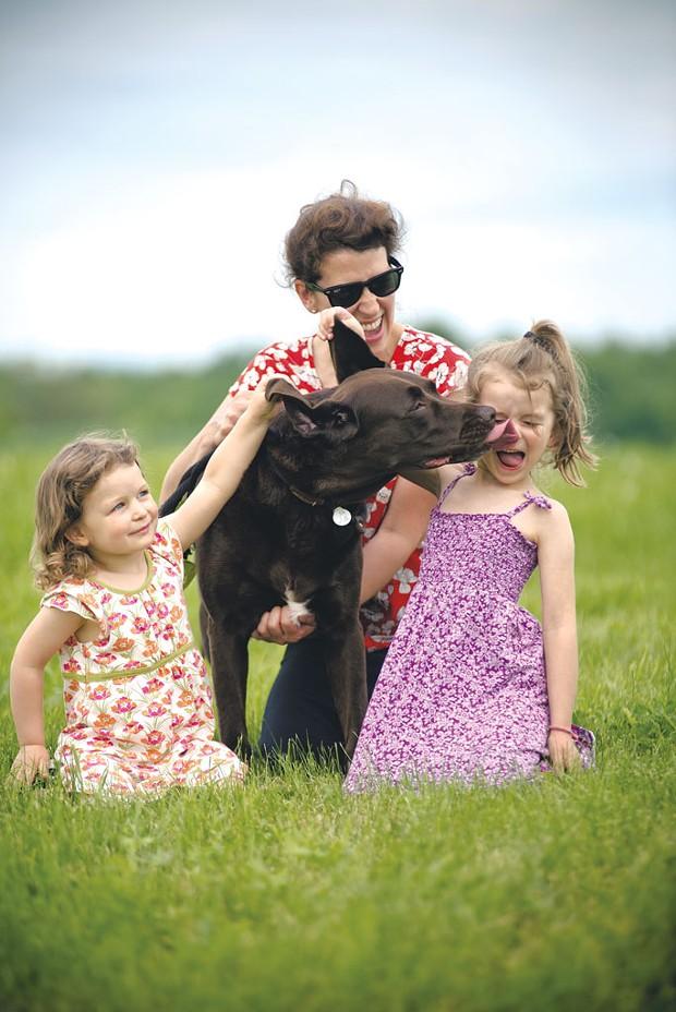 Amy, Isabella, Natalie & Oscar the Dog - SAM SIMON