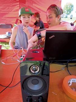 DeLaBruere's Maker Faire booth - MATTHEW THORSEN