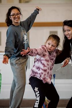 Delaney Johnson with UVM dance students Claire Smith and Lia Ivanick - SAM SIMON