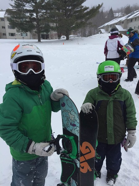 Young snowboarders - SKI VERMONT