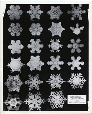 bentley_snowflakes_display_of_23_crystals_1.jpg