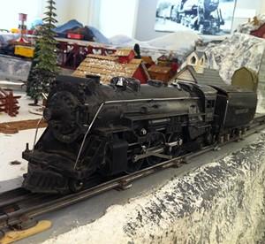 antique_lionel_engine_and_tender.jpg