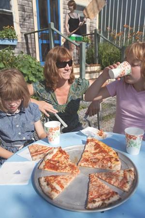 MATTHEW THORSEN - Zoe, 6, Autumn, 9 and mom Juliet Hirsch