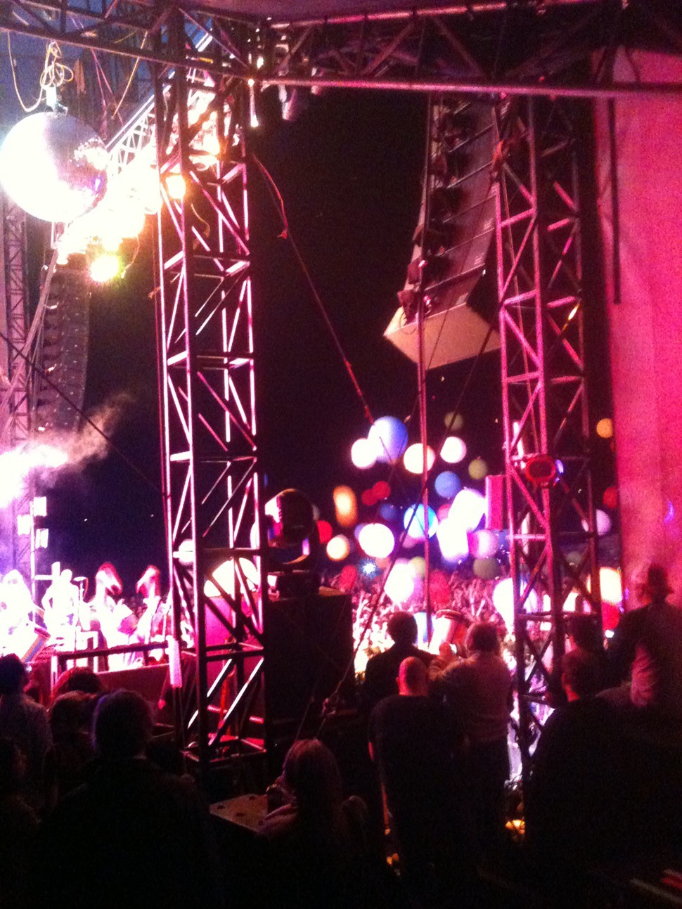 The opening to the Flaming Lips bomb-tastic show
