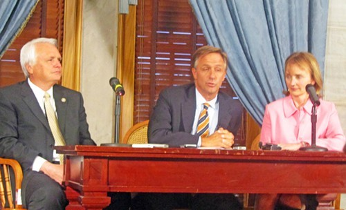 Governor Haslam, flanked by Lt. Gov./Senate Speaker Ron Ramsey (left() and House Speaker Beth Harwell afrer close of 107th General Assembly