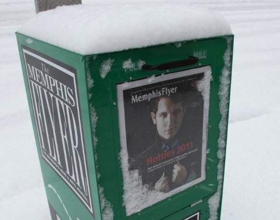 hottie_in_the_snow.jpg