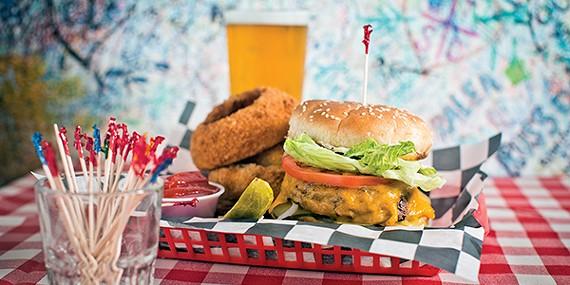 Huey's cheeseburger and onion rings