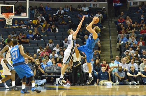 Jonny Basketball is going to have to keep doing this to Dirk if the Grizzlies want the 7 seed.