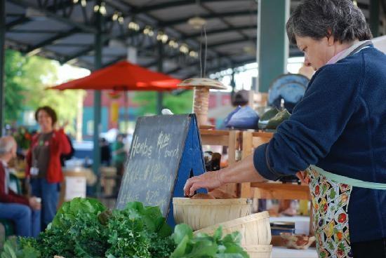 vendor-at-memphis-farmers.jpg