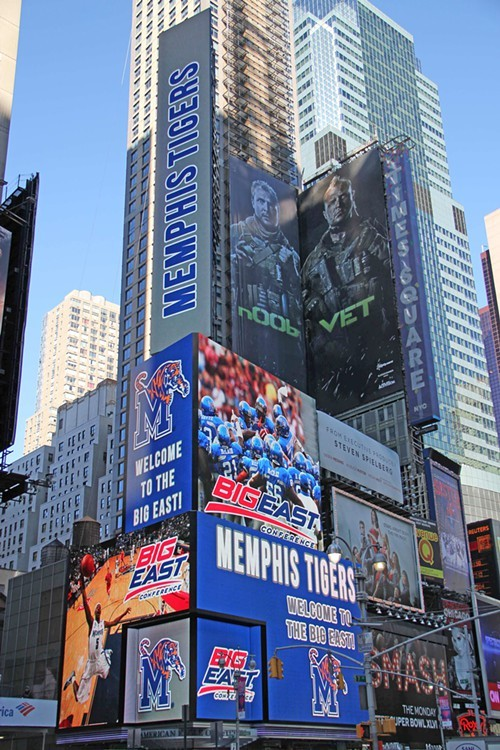 Tigers_at_Times_Square.jpg