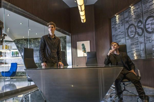 Peter (Andrew Garfield) and Harry Osborn (Dane DeHaan) ponder mortality