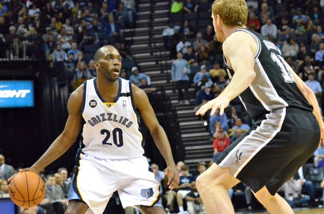 Quincy Pondexter was one of the few brights spots for the Grizzlies, as they dropped Game 1 in San Antonio.