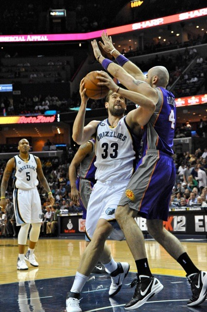 Suns center Marcin Gortat got the best of Marc Gasol, especially early on, but it wasnt enough for Phoenix.