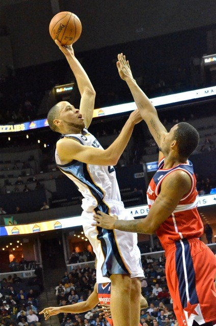 Tayshaun Prince had a nice night in his Grizzlies debut.