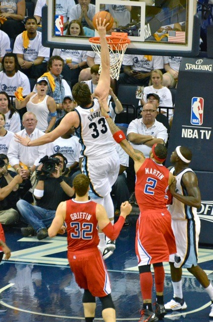 The Grizzlies got back to what works in a must-win Game 5: Feeding the beasts.