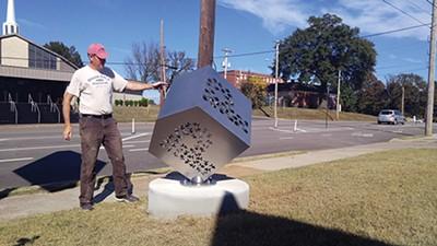 "Artist Pete Beeman and his ""P"" sculpture - ALEXANDRA PUSATERI"