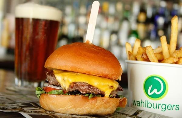wahlburgers_our_burger_wahlbrewski.jpg