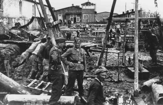 Guards and prisoners at a Neuengamme Concentration Camp. - HOLOCAUST RESEARCH PROJECT