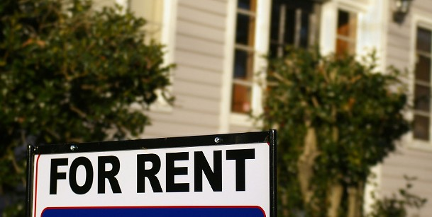 does-everyone-renting-a-house-need-to-sign-the-lease.jpg