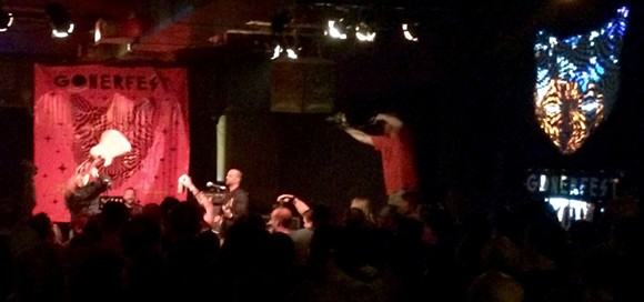The Blind Shake demonstrates unorthodox guitar technique.