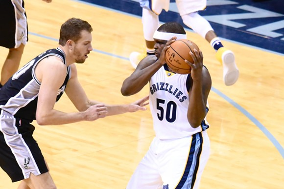Zach Randolph's return to the starting lineup is going to leave David Lee with some bruises for a couple weeks. - LARRY KUZNIEWSKI