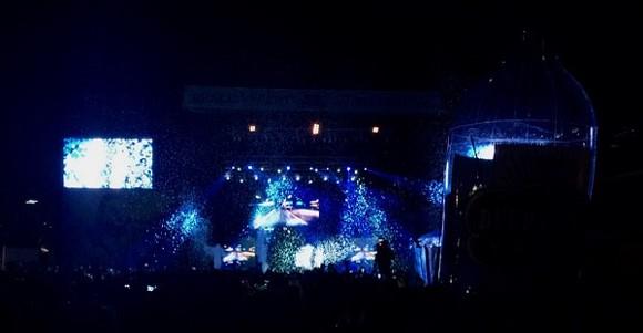 Confetti rains on Wiz Khalifa.