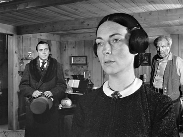 Agnes Moorehead as Mary Kane.