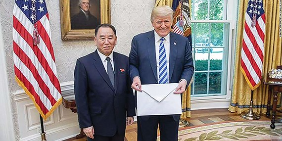 Kim Yong-chol (left) and President Donald Trump