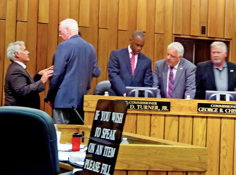 One of the innumerable recess colloquies that took place on Monday. (L to r: Commissioner Steve Basar, adiministration CAO Harvey Kennedy, and Commissioners Van Turner, Terry Roland, and George Chism - JB