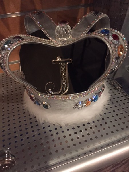 A crown at King Jerry Lawler's Hall of Fame Bar & Grille. Lots to see here, folks.