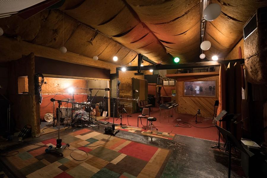 Royal Studios - JOEY MILLER