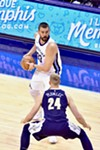 Gasol had his way with whichever Plumlee this is.