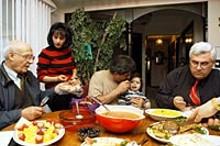 arabfamilyatdinnerjpg
