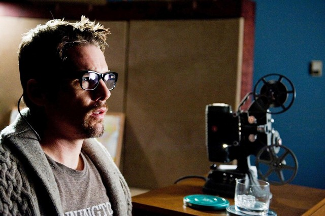 Ethan Hawke doesn't get it: When evil ghosts lurk about, get the hell out of there!