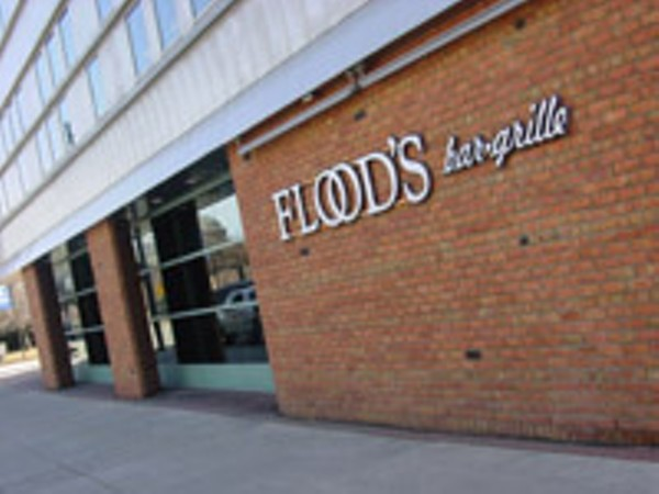 Flood 39 s bar grille greektown cocktail lounge jazz for Motor city soul food southfield michigan