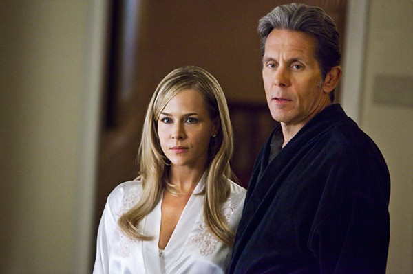 Hot wife (Julie Benz), dirty judge (Gary Cole) in Ricochet.