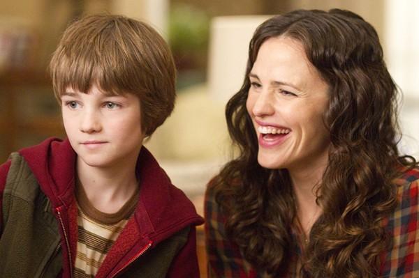 Lightning brings CJ Adams' kid character to life. Jennifer Garner plays a happy mom.