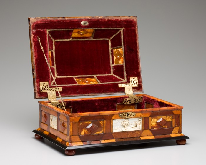 COURTLY AMBER CASKET, ATTRIBUTED TO GOTTFRIED WOLFRAM, CA. 1695, AMBER, IVORY, WOOD, GLASS, BRASS AND VELVET. DETROIT INSTITUTE OF ARTS