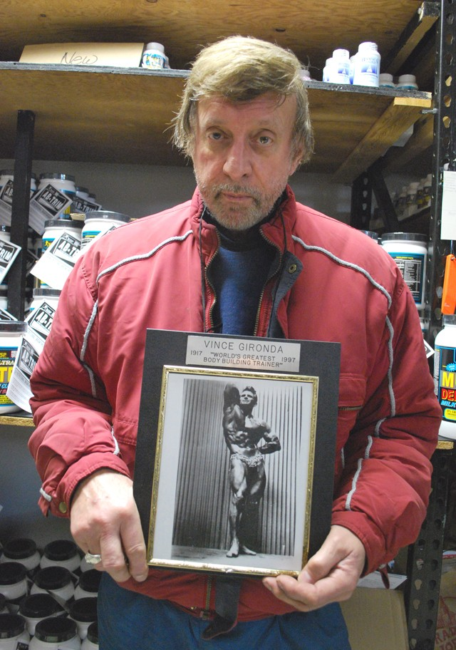 Ron Kosloff with a picture of his idol. - PHOTO: DETROITBLOGGER JOHN