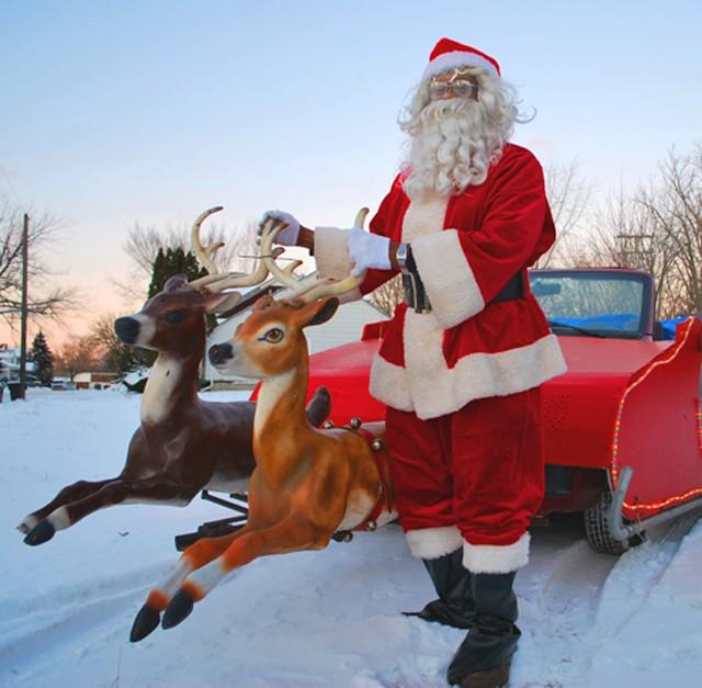 Santa Benford with his reindeer-led Dodge Caravan sleigh. - MT PHOTOS: DETROITBLOGGER JOHN