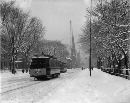 Streetcar on Woodward Avenue between 1900 and 1910.