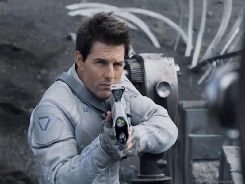 Tom Cruise aims for stardom but heads for Oblivion.