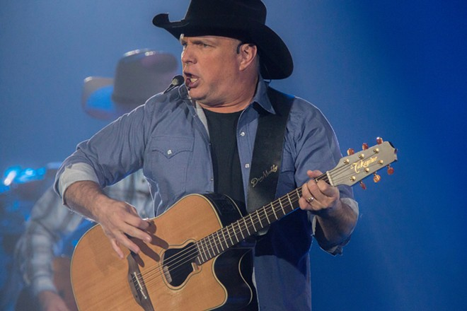 Garth Brooks. - STERLING MUNKSGARD